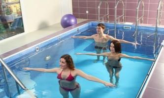 Гімнастика і лікувальне плавання при грижі хребта