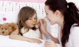 Як лікувати кашель і температуру у дитини?
