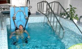 Підводне та інші способи витягування хребта при грижі