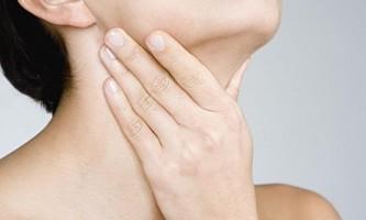 Провокуючі фактори, ознаки та методи лікування гнійних пробок в горлі