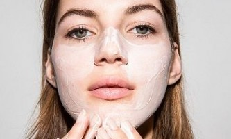 Способи приготування лікувальних масок від вугрів у домашніх умовах