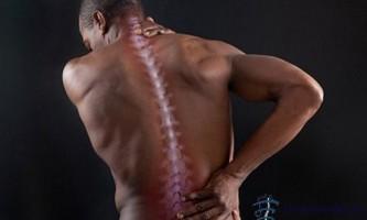 Заболіла спина в області хребта? Не ігноруйте цей грізний симптом!